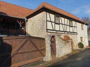Hübsches Einfamilienhaus mit kleinem Hof in 97631 Bad Königshofen-Merkershausen
