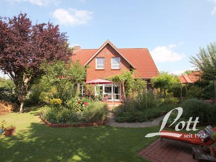 +++ Tolles Familienhaus mit offenem Wohn- und Küchenbereich und herrlichem Naturgarten! +++