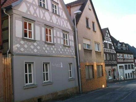 hochwertig ausgestattete komplett möblierte Studiowohnung im Herzen von Bad Staffelstein