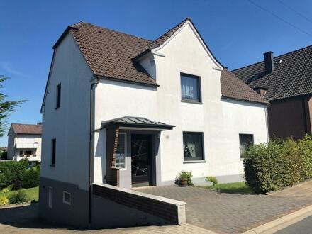 Ein-/Zweifamilienhaus in zentraler Lage von Jöllenbeck
