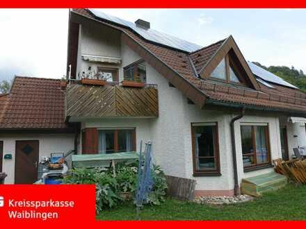 Attraktives Zweifamilienhaus in gefragter Lage von Urbach!