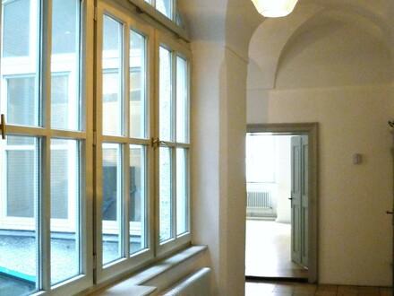 Von 40m² bis 170m² große Gewerbefläche/ Historische Räume für Büro oder Praxis in Toplage am Residenzplatz für 8,50 Euro/m²…