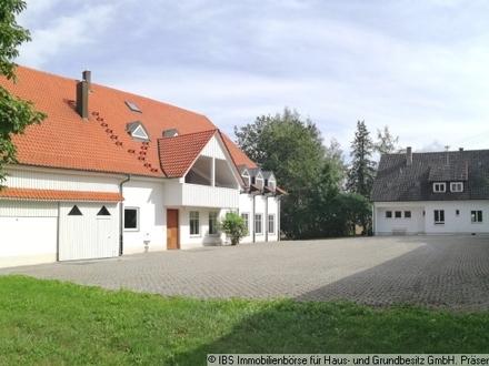 RUHE UND PLATZ: Traumhaftes Landhaus mit Nebenhaus eingebettet auf ca. 9.500m² Grundstück