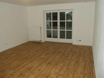 sanierte 2-Zimmer Wohnung mit Balkon, 800m zum Chiemsee: hell, idyllisch, gut angebunden!
