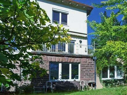 Beste Wohnadresse! Schönes 1-Familien-Haus mit Einliegerwohnung in Aussichtlage