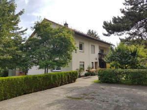 Vermietetes Zweifamilienhaus mit großzügigem Grundstück für Kapitalanleger