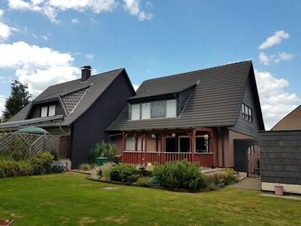 Einfamilienhaus mit einer Einliegerwohnung im Dachgeschoss