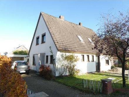 Bezahlbares Wohnhaus mit Garage in Rastede-Hahn