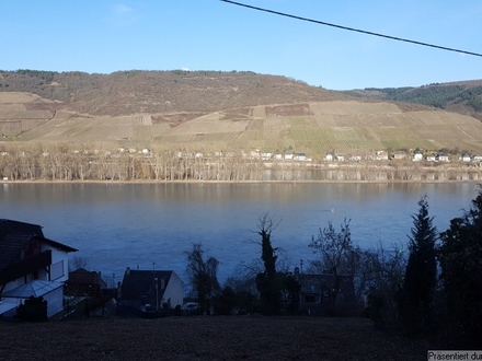 1.023 m² (evtl. teilbar) großes Baugrundstück mit unverbaubaren Rheinblick