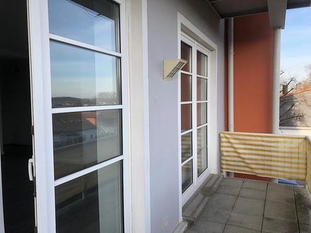 Erstbezug nach Renovierung! Moderne 4-Zimmer-Wohnung mit Balkon und Stellplatz - Ortsrand Schney