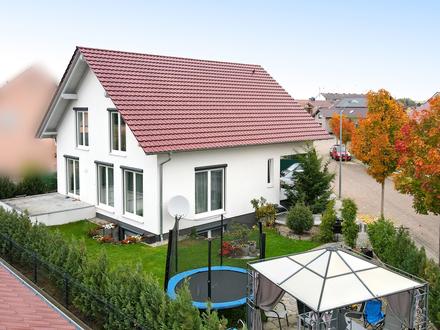 Großzügiges Einfamilienhaus mit Einliegerwohnung und Garage!