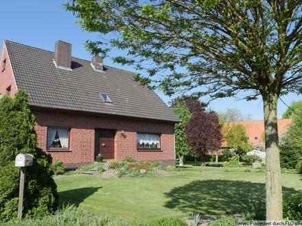 Für die Familie mit Kindern: Wohnhaus mit Einliegerwohnung und großem Grundstück