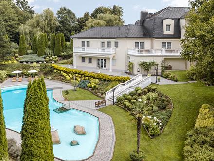 LUXUSVILLA mit Pool-Landschaft & Reitstall