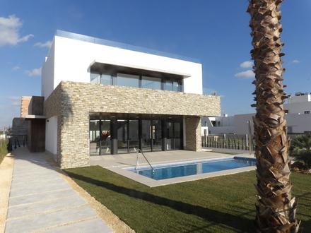 Exklusive Villa für Sonnenliebhaber in direkter Strandnähe