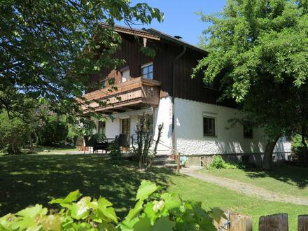 RESERVIERT! Familien aufgepasst! Sehr schön gelegenes Ein- oder Zweifamilienhaus mit großem Garten!