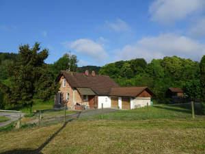 Raus aufs Land: Backsteinhaus für Handwerker