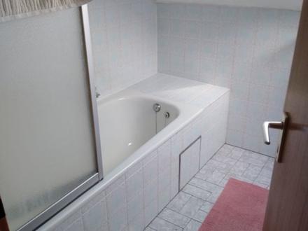 3 ZKB ca. 70 m² 01.08 380,- zzgl. Mönchsdeggingen, EBK, DG Whg. an 1-2...