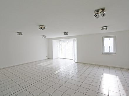 Moderne Praxis- oder Bürofläche auf der Kaiserstraße mit Aufzug und Balkon
