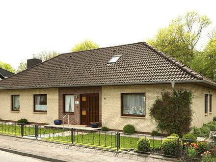 TT Immobilien bietet Ihnen: Winkel-Walmdach-Bungalow mit Garage direkt am Schlafdeich!