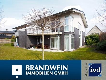 Anspruchsvolle Architektur bietet diese attraktive Erdgeschoßwohnung mit Terrasse in Hiddenhausen