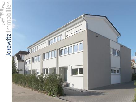 Bielefeld-Quelle: Modernes Reihenendhaus mit Terrasse, Garten und Dachterrasse