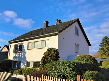 Stracke Immobilien: Gadderbaum/Bethel! Freistehendes Einfamilienhaus mit Einliegerwohnung!