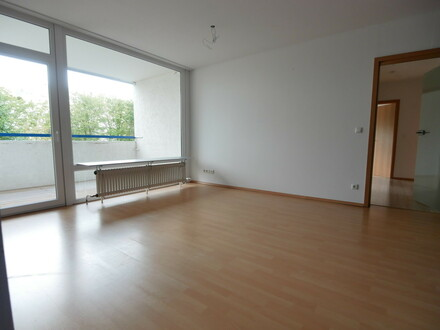 Diese attraktiv geschnittene und äußerst helle 4- bis  5-Zimmer-Wohnung...