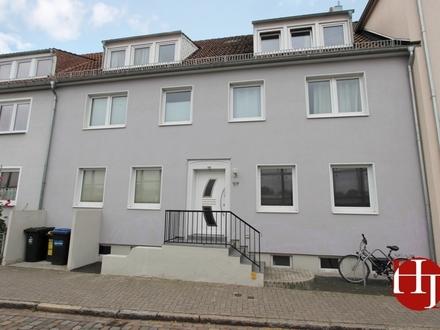 Nahe Hochschule – schöne modernisierte 2,5 Zimmer mit Balkon!