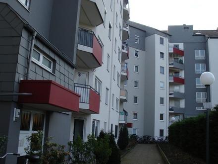 ** Geeignete Kapitalanlage: Gepflegte 2 Zimmer-Wohnung mit Balkon und 3 Tiefgaragen-Stellplätzen **