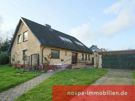 Großes und individuelles Haus mit Vollkeller und zwei Nebengebäuden in Boren!