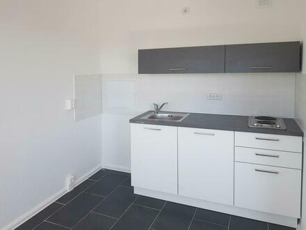 Helle 1 Raum Wohnung mit Einbauküche!