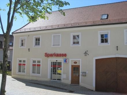 Interessante Fläche für Praxis, Büroräume oder Ladenlokal direkt am Marktplatz Bad Neualbenreuth