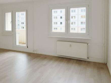 TOP renoviert // Balkon // Bad mit Wanne // PVC-Belag // ab sofort