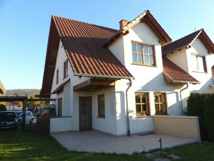 ***Gemütliche Doppelhaushälfte mit Carport und Garten***