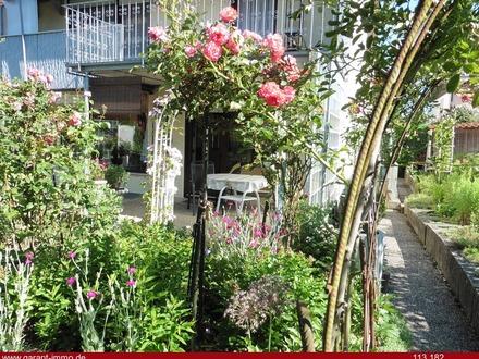 Besondere Doppelhaushälfte mit Traumgarten und Garage - in Randlage
