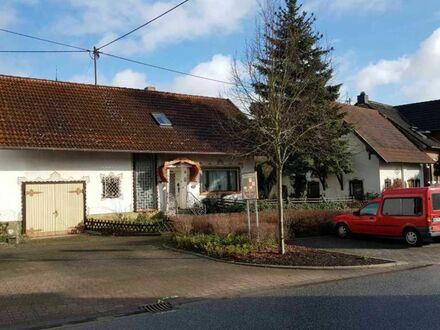 Solide aber sanierungsbedürftig: EFH mit Garage, Werkstatt und zweitem Gebäude in Seibersbach