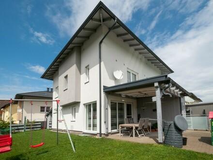 Neuwertige Doppelhaushälfte in Mattighofen