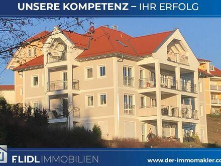 Exklusive 3 Zi - Eigentumswohnung in 5 Fam. Haus / 1.OG m. 2 Balkonen