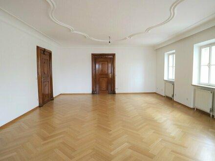 Sehr elegante Altbau-Wohnung mit Lift gegenüber vom Rathaus