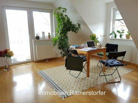 Große 3-Zimmer-Dachgeschoss-Wohnung - Top Lage!