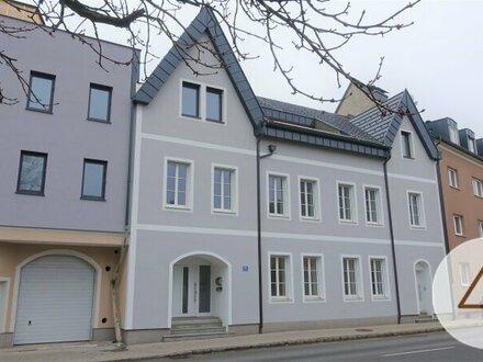 Luxuriös ausgestattete DG-Wohnung ( ca. 126,7 m²) mit DT in restaurierter Villa!