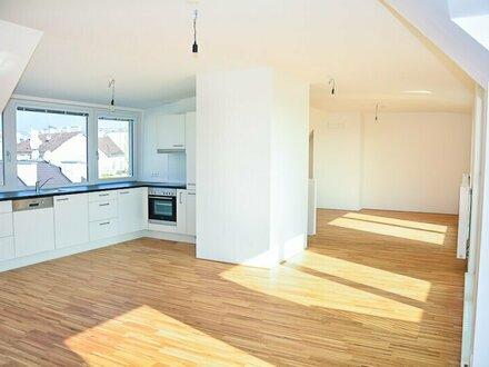 Moderne DG Wohnung mit Terrasse