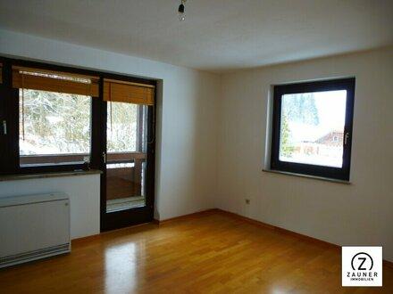 Hof bei Salzburg: Sonnige 2-Zi.-Wohnung mit gr. Balkon + Tiefgarage