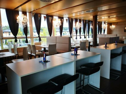 Bar/Lokal mit zwei großen Sonnenterrassen in Obertrum
