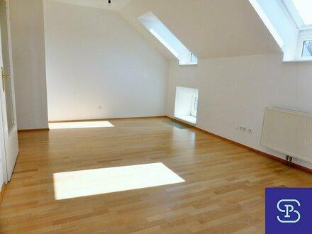 Gartenseitige 30m² Dachwohnung mit Einbauküche und Lift - 1130 Wien