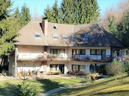 Grosszügige Villa mit Park und 5000 m² Wald in 8010 Graz