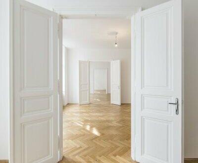 ERSTBEZUG nach Sanierung, Altbauwohnung als Büro oder Praxis zu vermieten!
