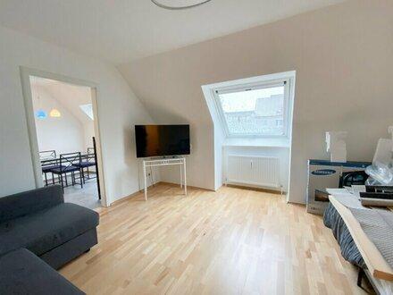 Renovierte, möblierte 60 m2, 2 Zimmer Dachgeschosswohnung Warmmiete inkl. Heizung und Internet!