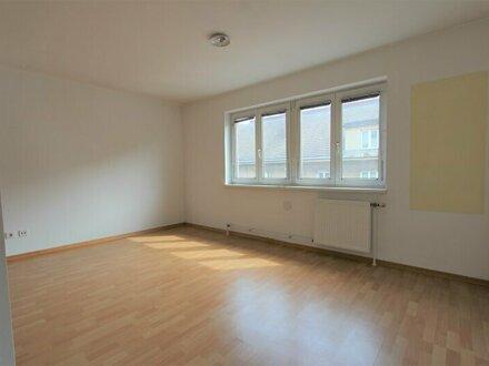 2- Zimmer-Wohnung inkl. Tiefgaragenstellplatz & geräumigem Keller