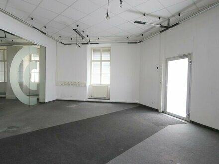 Renovierungsbedürftiges Geschäftsokal mit vielen Möglichkeiten!